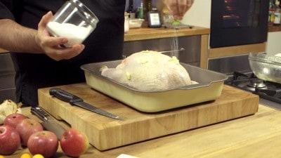 Pollo arrosto con mele e cannella