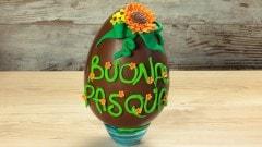 Uovo di Pasqua con fiore