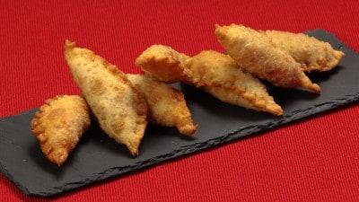 Panzerotti con cipolla, 'nduja e salsiccia
