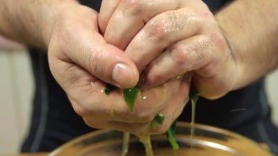 Spinaci ripassati in padella con burro e formaggio