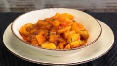 Zuppa di patate e pomodori