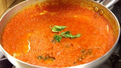 Penne con salsa al basilico