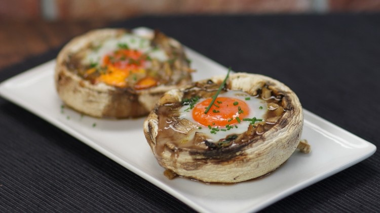 Uovo nel fungo