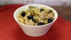 Pasta carciofi, olive e tonno