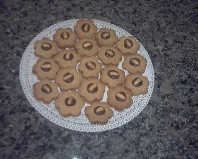 Biscotti alle arachidi e cioccolato