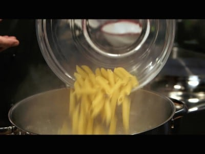 Penne saporite alle zucchine e pancetta