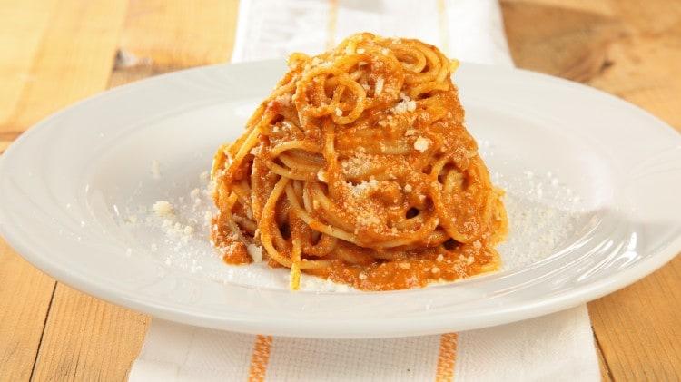 Spaghetti in salsa di funghi e pecorino
