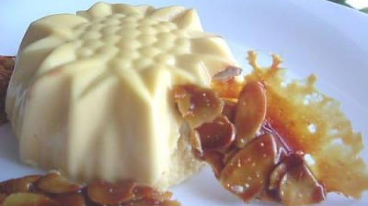Bavarese al miele e croccante di mandorle