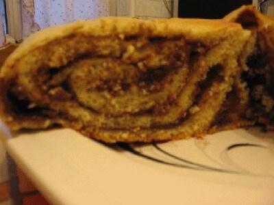 Torta arrotolata farcita con crema di ricotta e cioccolato