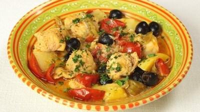 Tajine di pesce con patate e pomodori