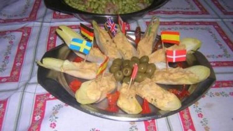 Barchette di belga con mousse di tonno