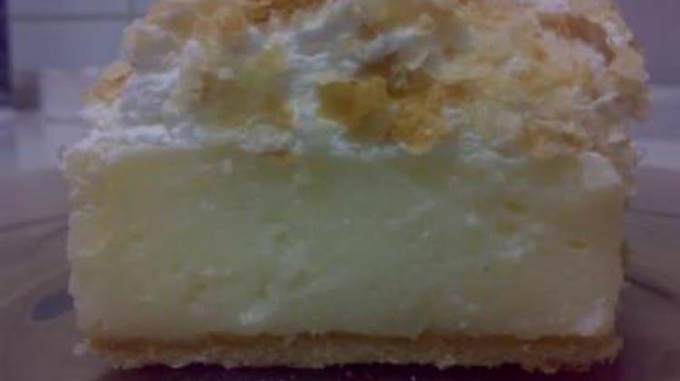 Torta con pasta sfoglia e crema di vaniglia