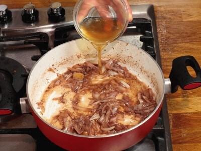 Agnello arrosto con aglio e carciofi