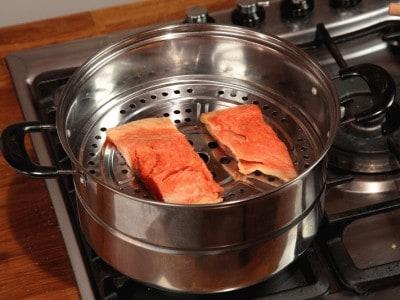 Salmone al vapore con salsa caramellata all'arancia