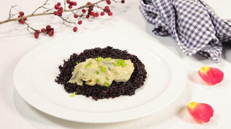 Filetto di spigola al curry su riso venere