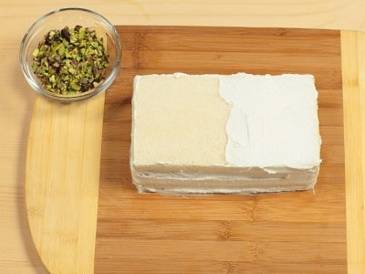 Smorgasta con mousse mortadella e mousse di formaggio