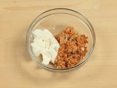 Raviolotti di brisè ripieni di ricotta e polpa di granchio