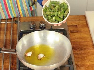 Pennette agli asparagi e gamberetti