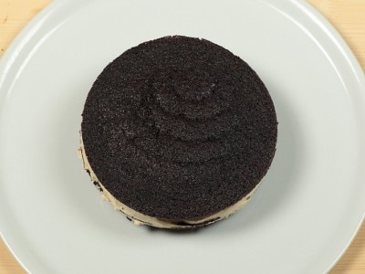 Torta del diavolo con crema al cappuccino glassata