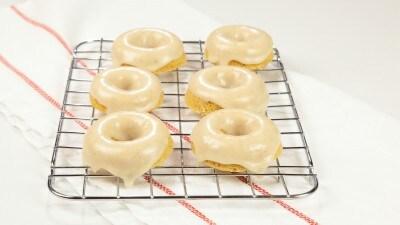 Doughnut nello stampo al forno