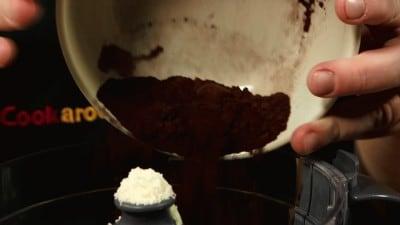 Macaroons al cioccolato con crema al burro al caffè