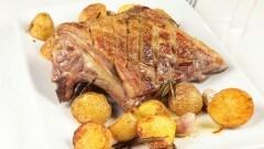 Carrè d'agnello con patate al forno
