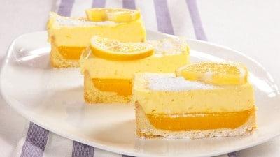 Dolce al limone e crema chantilly