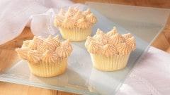Cupcakes bianchi con crema al burro d'arachidi