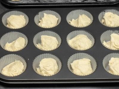 Cupcakes gialli con copertura al formaggio