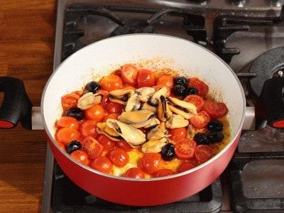 Spaghetti cozze ed olive nere