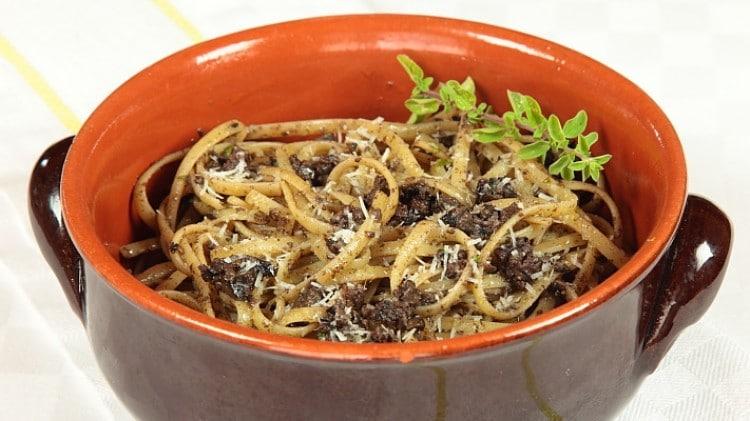 Trenette al pesto di olive