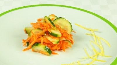 Insalata orientale di carote e cetrioli