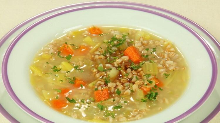 zuppa di farro: ricette cucina vegetariana | cookaround - Come Si Cucina Il Minestrone