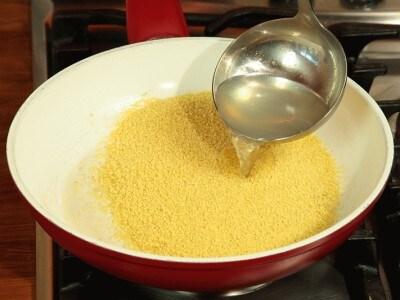 Cous cous con peperoni e gamberi grigliati