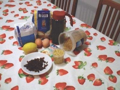 Muffins con nocciole, cioccolato ed uvetta