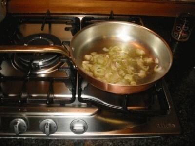 Rigatoni con salsiccia fresca, salsiccia secca e ricotta di pecora