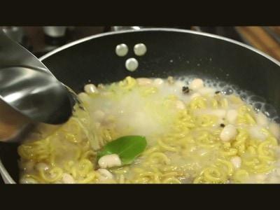 Pasta e fagioli con le vongole