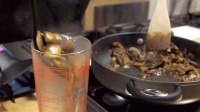Fettine di vitello con salsa ai funghi