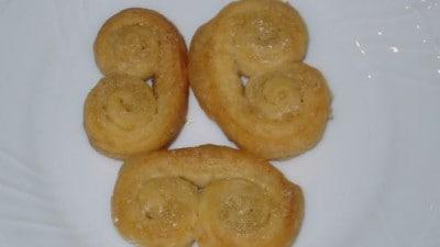 Ventaglini di pasta sfoglia e zucchero di canna