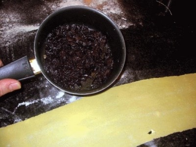 Ravioli di cipolla fondente e filetti di triglia