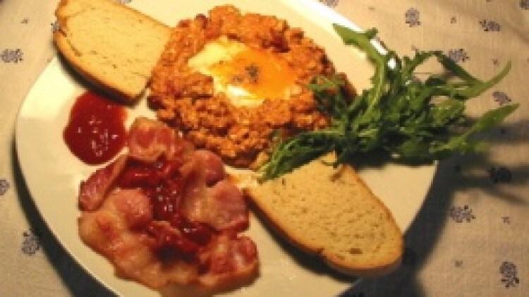 Uova con bacon e chilli