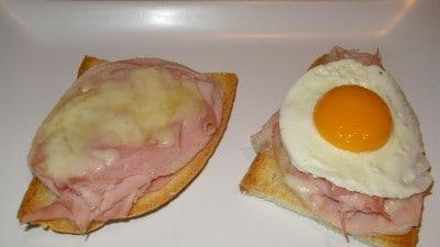 Crostini prosciutto cotto, montasio ed uova