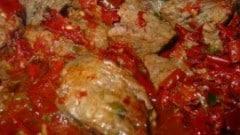 Spezzatino di manzo con salsiccia e peperoni secchi