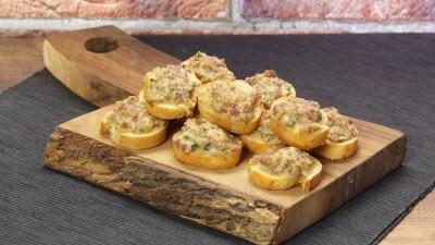 Crostini con salsiccia