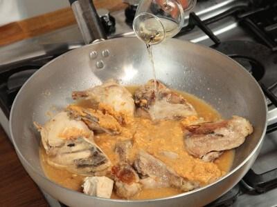Pollo en salsa de almendra