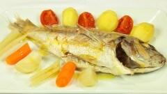 Psari vrastò me lachanikà - Pesce lesso con ortaggi