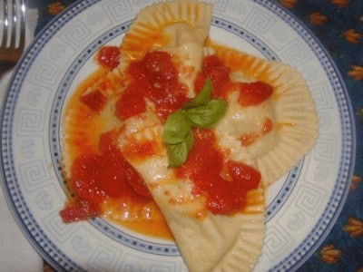 Tortelloni di baccalà con sugo di pomodorini ciliegini