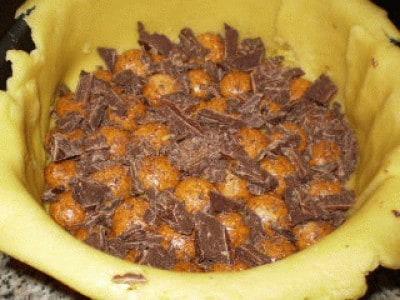 Dolce con cioccolato e amaretti