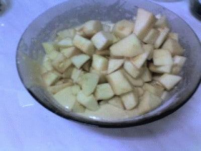 Torta di mele e uvetta