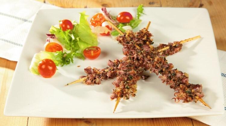 Spiedini di calamaretti spillo fritti